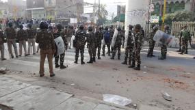 दिल्ली : सीलमपुर में सुरक्षा बलों के भोजन के लिए आगे आए लोग
