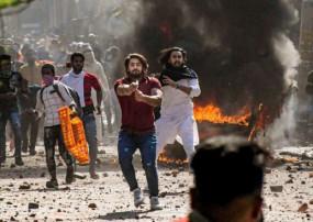 दिल्ली हिंसा: फायरिंग करने वाला शाहरुख नहीं हुआ गिरफ्तार, परिवार सहित लापता