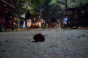 दिल्ली : मौजपुर में सीएए को लेकर दो पक्षों में भिड़ंत, पुलिस ने दागे आंसू गैस के गोले