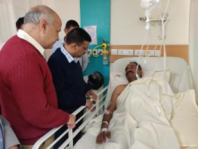 दिल्ली हिंसा : केजरीवाल ने अस्पताल में घायलों से मुलाकात की