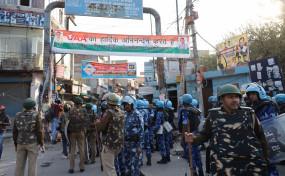 दिल्ली हिंसा : सरेराह चाकू, तलवारें लहराते रहे उपद्रवी