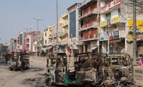 Delhi Violence: रात भर जागकर पहरा दे रहे हैं हिंसाग्रस्त क्षेत्रों के लोग