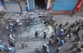 दिल्ली हिंसा : लुटती रहीं दुकानें, बेबस देखती रही पुलिस, हॉस्पिटल भी तोड़ा