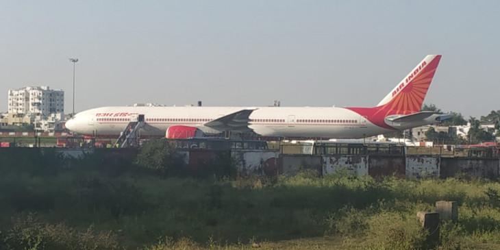 घरेलू उड़ान में अंतरराष्ट्रीय विमान का आनंद, जानिए -मुख्यालय को सौंपी जाएगी डीजीसीए की लिफाफा बंद रिपोर्ट