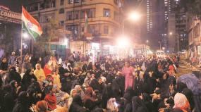 दिल्ली भाजपा की हार से मुंबईबाग धरने में नया जोश, पहुंचे मेधापाटकर-गोपीनाथन