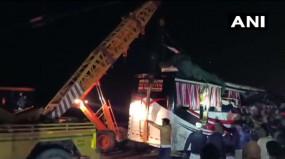 फिरोजाबादः दिल्ली से बिहार जा रही स्लीपर बस ट्रक से टकराई, 10 की मौत, 35 घायल, 10 की हालत गंभीर