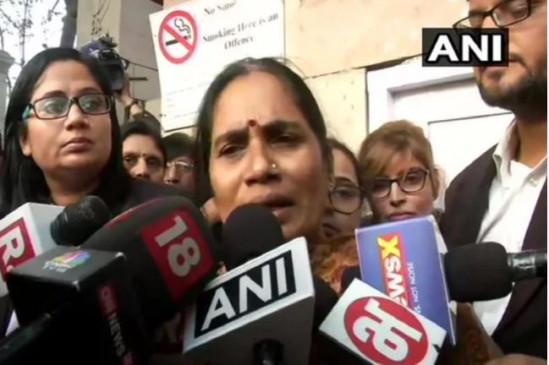 Gang Rape Case: निर्भया की मां का आरोप, दोषियों के वकील ने फांसी नहीं होने देने का दिया चैलेंज