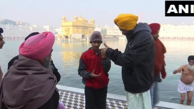अमृतसर: SGPC ने स्वर्ण मंदिर में Tik-Tok बनाने पर लगाई रोक, मोबाइल भी हो सकता है बैन