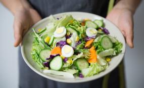 वजन कम करना हो तो भरपेट नाश्ता और हल्का डिनर लें