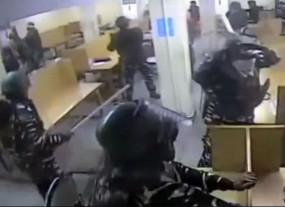 जामिया हिंसा: पुलिस की गुंडागर्दी का वीडियो आया सामने, छात्रों को बेरहमी से पीटते आ रहे नजर