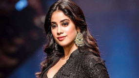 Janhvi's Hot Look: ब्लैक एंड व्हाइट फोटो और ट्रांसपेरेंट ड्रेस में कयामत लगीं जहान्वी