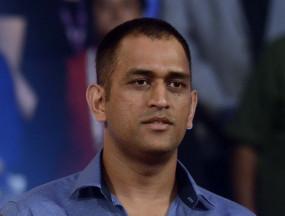 झारखंड : क्रिकेटर धौनी बने किसान, कर रहे तरबूज, पपीते की खेती