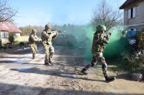 J&K: पुंछ में पाकिस्तान ने नागरिक क्षेत्रों को बनाया निशाना, सेना ने दिया माकूल जवाब
