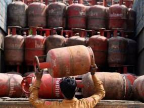 बोझ : रसोई गैस के दामों में बढ़ोतरी, अब 144.50 रुपए महंगा मिलेगा सिलेंडर