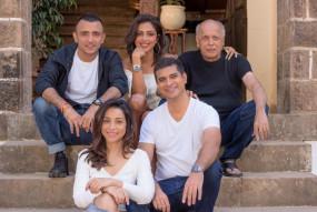 वेबसीरीज: महेश भट्ट ने शुरु की शूटिंग, शेयर की कास्ट के साथ फोटो