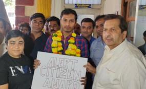महाराष्ट्र: ऊबर ड्राइवर को BJP ने किया सम्मानित, CAA विरोधी प्रदर्शनकारी को किया था पुलिस के हवाले