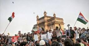 दिल्ली हिंसा के बाद मुंबई पुलिस हुई सतर्क, गेटवे से जबरन हटाए गए प्रदर्शनकारी