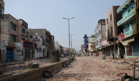 सुधरने लगा है नार्थ ईस्ट दिल्ली का माहौल, गलियों और नुक्कड़ पर खुलने लगी दुकानें