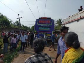 ओडिशा: बिजली की हाईटेंशन तार से टकराई बस, करंट लगने से 9 लोगों की मौत और 25 घायल
