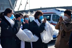 चीनी एयरपोर्ट पर फंसे पाकिस्तानी, निकाले जाने की लगा रहे हैं गुहार