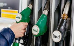Fuel Price: पेट्रोल और डीजल के दाम में आज एक बार फिर हुई कटौती, जानें आज के रेट