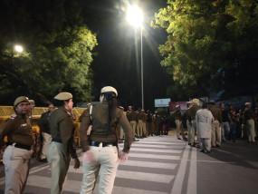 दिल्ली मुख्यमंत्री आवास पर प्रदर्शन कर रहे जेएनयू, जामिया के छात्रों पर पुलिस ने पानी की बौछारें की