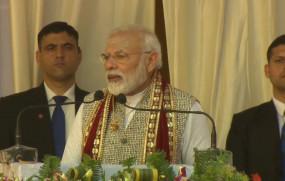 Varanasi : देश सिर्फ सरकार से नहीं बनता बल्कि एक-एक नागरिक के संस्कार से बनता है- PM मोदी