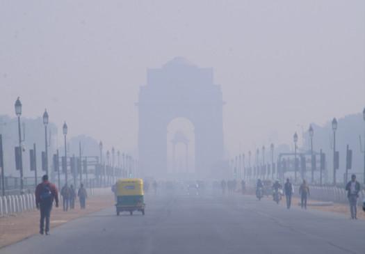 दिल्ली में रविवार को छाया कोहरा, ठंड का असर बरकरार