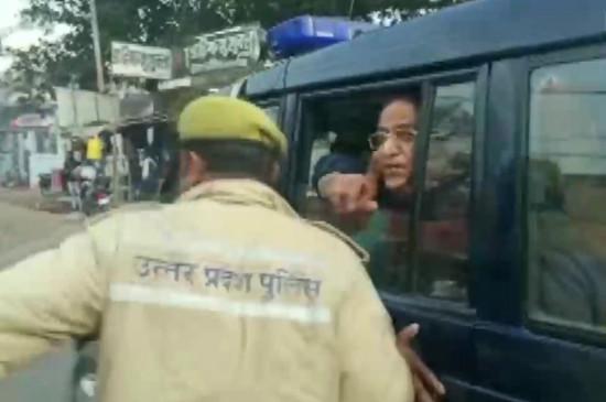 UP: आजम खान का योगी सरकार पर आरोप- मेरे साथ हो रहा आतंकियों जैसा सलूक