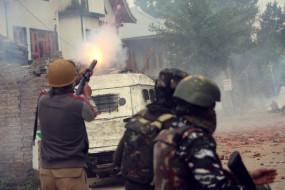 श्रीनगर ग्रेनेड हमला : सीआरपीएफ के 2 जवान समेत 5 घायल