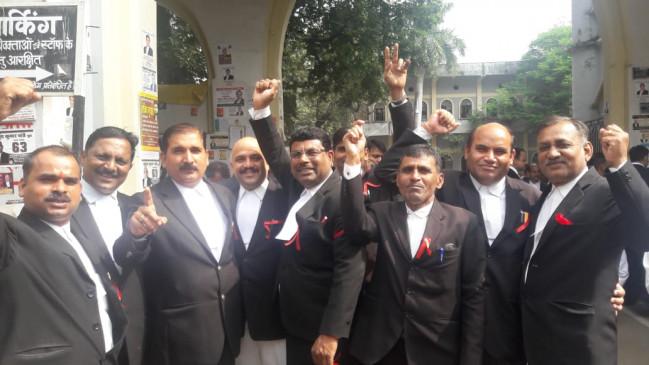 स्टेट बार चुनाव- आज इन्दौर, कल जबलपुर की बारी- अब तक 21 जिलों के 15 हजार 9 सौ वोटों के पहले राउण्ड की गिनती हुई पूरी