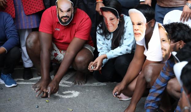 युवक कांग्रेस ने आम बजट के खिलाफ प्रतीकात्मक प्रदर्शन किया