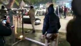 उप्र : सीएए विरोधी प्रदर्शनकारियों को गोली मारने की धमकी देने वाला गिरफ्तार