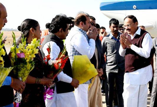 उपराष्ट्रपति एम वेंकैया नायडू जबलपुर पहुंचे - राज्यपाल सहिज दर्जन भर मंत्री शहर में