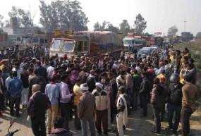 राजस्थान के ग्रामीणों ने सड़क जाम किया, दिल्ली पुलिस के जवान लिए शहीद का दर्जा मांगा