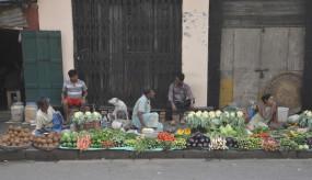 दिल्ली में भड़की हिंसा से फल-सब्जी बाजार प्रभावित