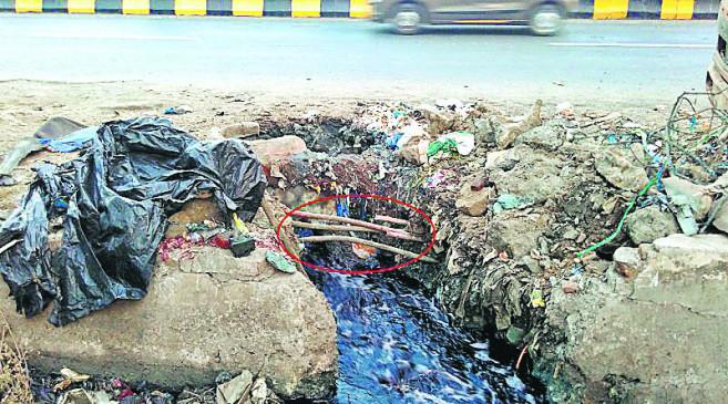 चोराें ने मेट्रो के कामगारों की तरह जैकेट पहनी, खुदाई की और चुरा ले गए केबल