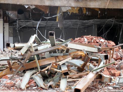 कराची में इमारत ढहने से 2 की मौत