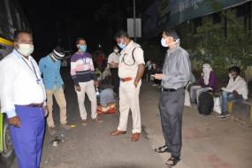 नागपुर से भूखे-प्यासे पैदल लौटे 78 मजदूर, समाजसेवियों ने की खाने की व्यवस्था