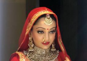ऐश्वर्या राय बच्चन की हमशक्ल मानसी नाइक ने सोशल मीडिया पर मचाया धमाल