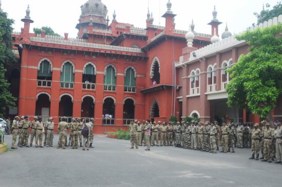 बगैर अनुमति प्रदर्शन कर रहे लोगों को गिरफ्तार करें : मद्रास हाईकोर्ट