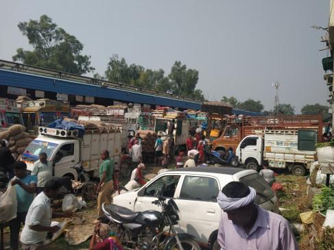 आजादपुर मंडी : नदारद रहे 90 फीसदी खुदरा फल-सब्जी कारोबारी