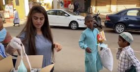 कोरोना से जंग में आगे आई भोजपुरी अभिनेत्री अक्षरा, बांटे मास्क