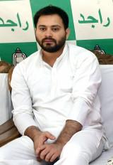 बिहार : तेजस्वी ने कोरोना से लड़ने के लिए 1 महीने का वेतन दिया