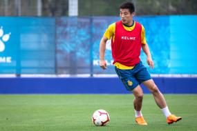 स्पेन में चीन का फुटबाल खिलाड़ी कोरोनावायरस से पीड़ित