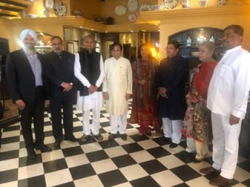 कांग्रेस महासचिव मुकुल वासनिक ने 60 साल की उम्र में अपनी दोस्त संग रचाई शादी