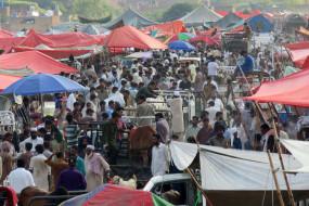 कोरोना वायरस: गरीबी की रेखा से नीचे जा सकती है पाकिस्तान की 60 फीसदी आबादी