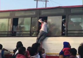 कोरोनावायरस : आगरा बस स्टैंड पर प्रवासियों की भीड़, स्थानीय लोग मदद के लिए आए