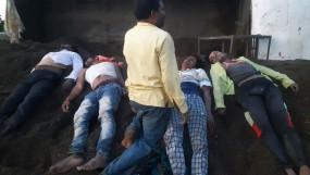 रेत का टिप्पर पलटने से 3 लोगों की घटनास्थल पर मौत, 3 घायल