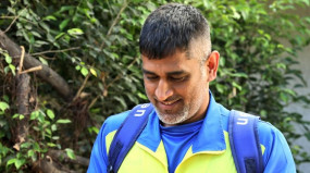 MS Dhoni: महेंद्र सिंह धोनी ने छोड़ा ट्रेनिंग कैंप, फैंस से की मुलाकात, देखें वीडियो